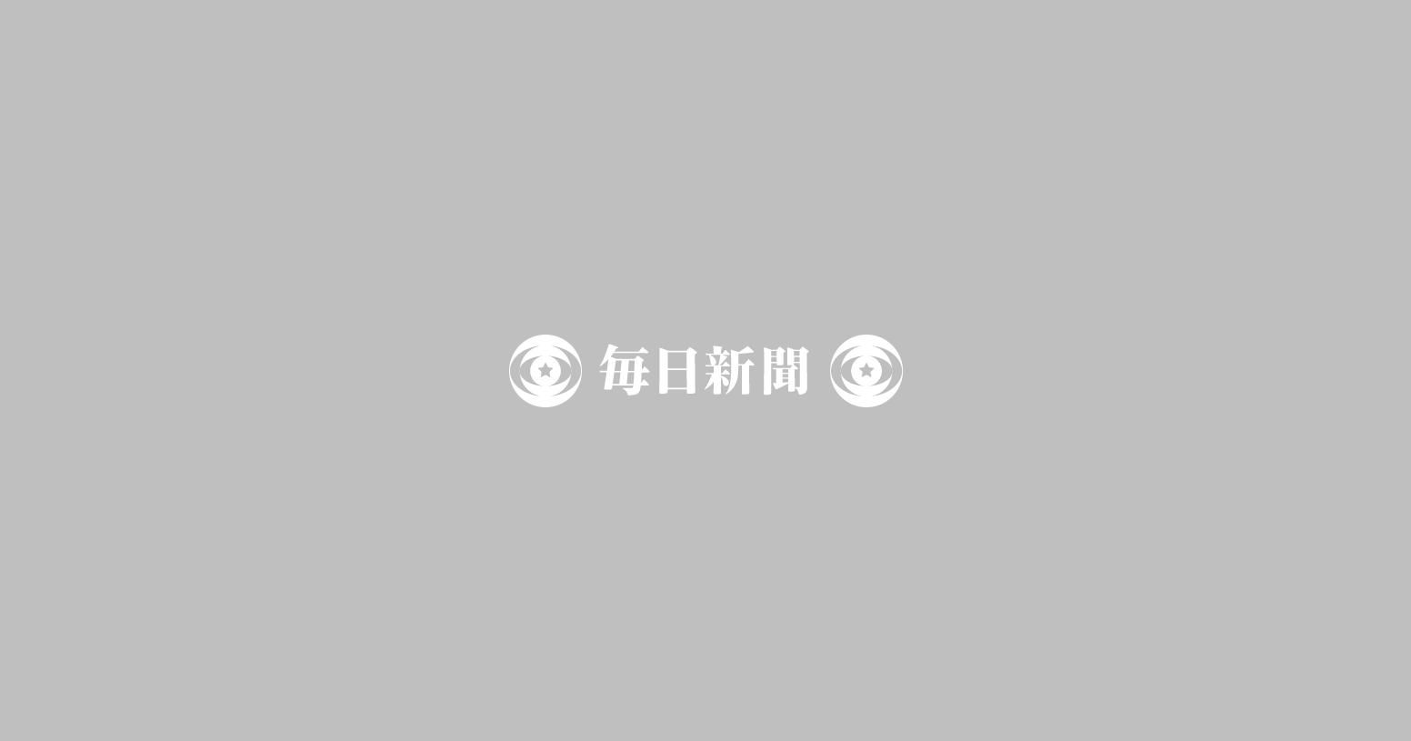 新たな高層ビルが建設されるなど再開発が進む日本橋兜町。右は東京証券取引所=東京都中央區で11月19日、幾島健太郎撮影