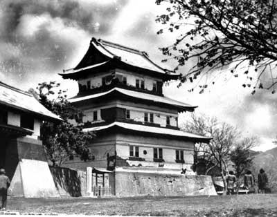 消失前の松前城=1949年5月撮影
