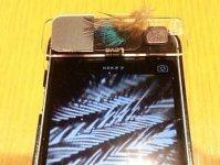 スマートフォンやタブレットのレンズ部分に「Leye」を置き、観察したいものを上に置くと、画面に画像が映し出される