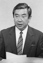 従軍慰安婦調査結果を発表する河野官房長官(当時)=首相官邸で1993年8月4日