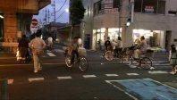 東武草加駅前。交通量が多い交差点では自転車と歩行者が入り乱れる=埼玉県草加市氷川町で、馬場直子撮影