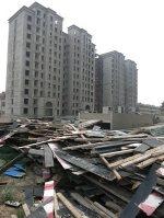 不動産業者の資金繰り悪化で、途中で建設が止まったマンション=中国・天津市で2014年7月6日、井出晋平撮影