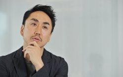 インタビューに答える出澤剛・LINE社長=東京・渋谷ヒカリエのオフィスで猪飼健史撮影