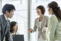 「顧客を明確にするのが販売の第1歩」(執筆者の金子裕子さん、右から2人目)