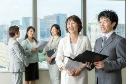「経営者は自ら行動し先頭に立ちましょう」(執筆者の金子裕子さん、右から2人目)
