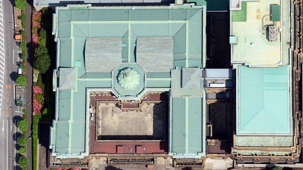 上空から見た日本銀行旧館=東京都中央区で2015年5月24日、本社ヘリから望月亮一撮影