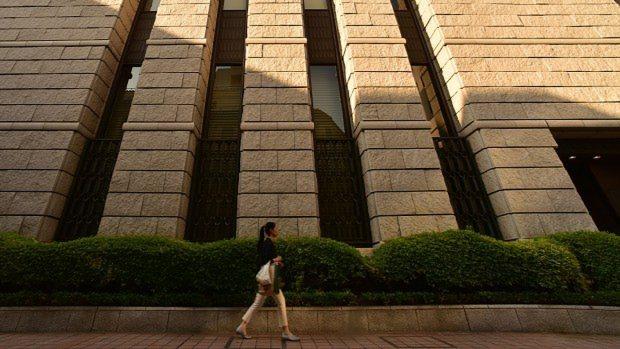東京都中央区の東京証券取引所=関口純撮影