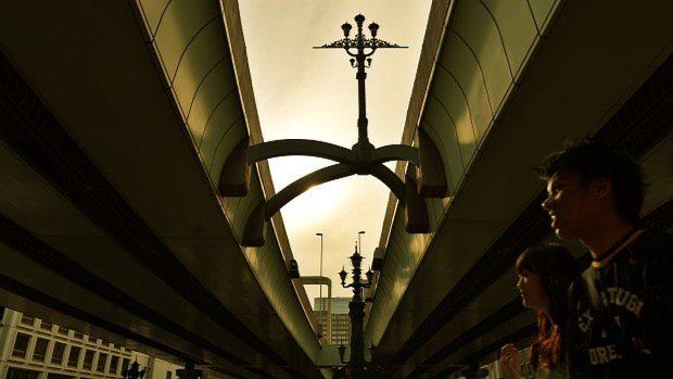 周辺に証券会社が多く集まる東京都中央区の日本橋=関口純撮影