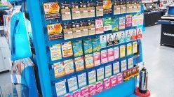 家電量販店では、まるでクーポンカードのような形でSIMカードが販売されている。データ通信専用のものなら、レジで支払いをするだけで、契約はオンラインで行える
