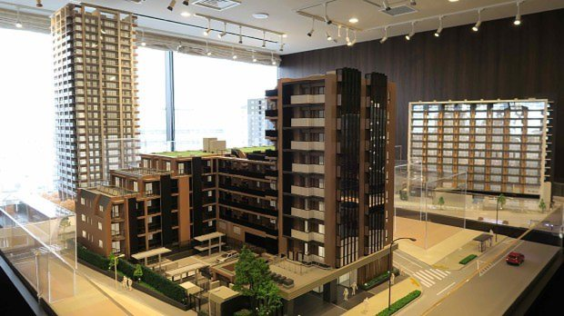 複数のマンション完成予想模型が展示される住友不動産の総合マンションギャラリー渋谷館。1カ所で、複数のマンションを比較検討できるのは珍しい
