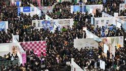 学生で埋まった「マイナビ就職EXPO」=福岡市のヤフオクドームで2015年3月