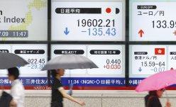 日経平均の午前の終値を示す株価ボード=東京都中央区の証券会社で2015年7月9日、後藤由耶撮影