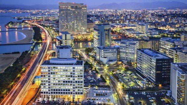 インフラや商業施設が充実している福岡市の街並み
