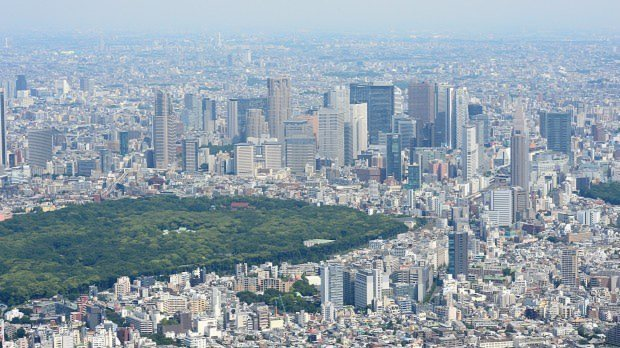 高層マンション群=東京都内で2015年5月24日、本社ヘリから望月亮一撮影