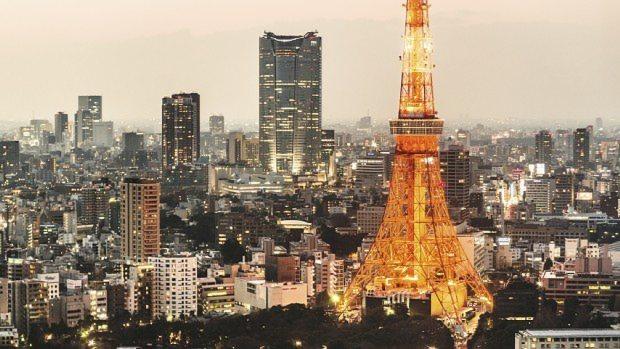 東京タワーとその奥の六本木ヒルズ