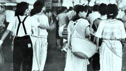 1983年、東京・新宿の雑踏