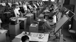 松下電器中央研究所のオートメ機械設計室=大阪府門真市で1960年10月17日、野本久夫撮影