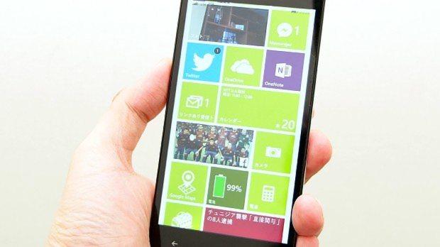 マウスコンピューターの開発したウィンドウズフォン「マドスマ」。タイル状のユーザーインターフェイスが、パソコンと共通している