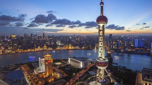 中国・上海市の夕暮れ
