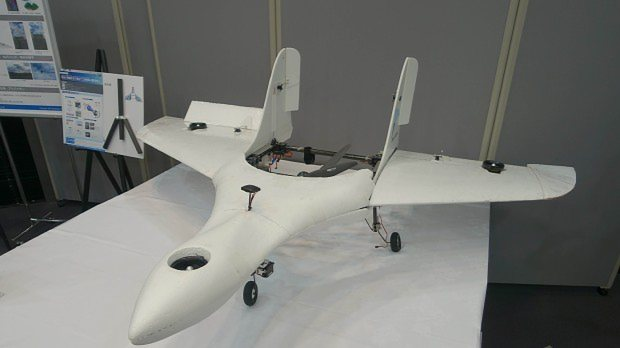 ソニーモバイルコミュニケーションズとZMPが共同開発した飛行機型ドローン