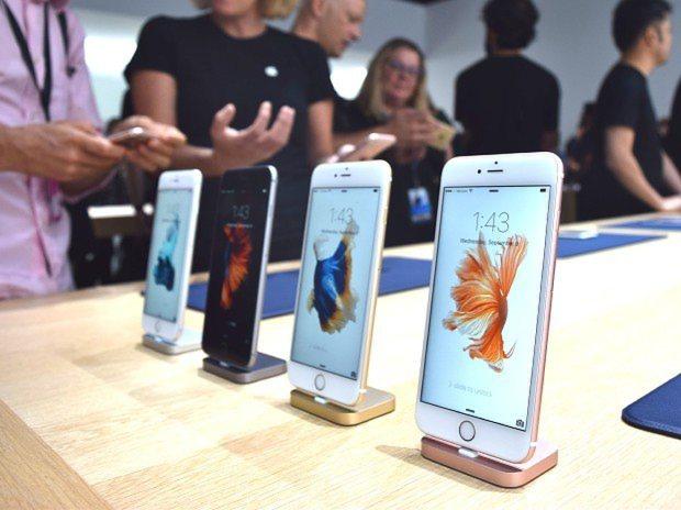 米アップルの新型スマートフォン「iPhone 6s」=米サンフランシスコで2015年9月9日、清水憲司撮影
