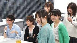 大学入学直後の岩崎比菜さん(左から3人目)=マイナビ提供