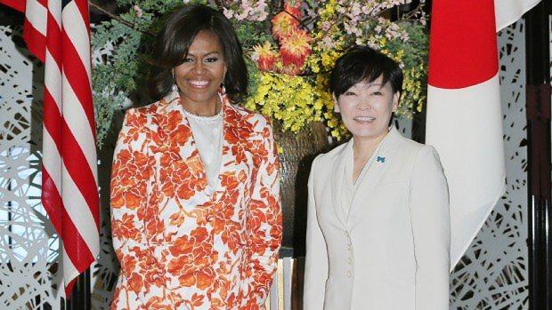 ミシェル・オバマ米大統領夫人(左)と安倍昭恵首相夫人=東京都港区の飯倉公館で2015年3月19日撮影
