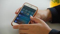 iPhone 6sに表示されたiOS9の画面。時間帯ごとの「よく使う連絡先」などを教えてくれる機能を持つ