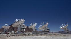 チリ・アタカマ砂漠の電波望遠鏡群