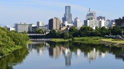 仙台市の街並みと広瀬川