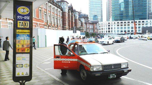 JR東京駅丸の内北口の優良タクシー乗り場=川村彰撮影