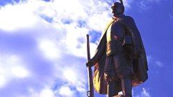 JR岐阜駅前の織田信長像=2012年3月15日、兵藤公治撮影