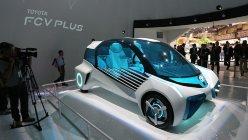 トヨタのコンセプトカー「FCV PLUS」=東京ビッグサイトで2015年10月28日、山本晋撮影