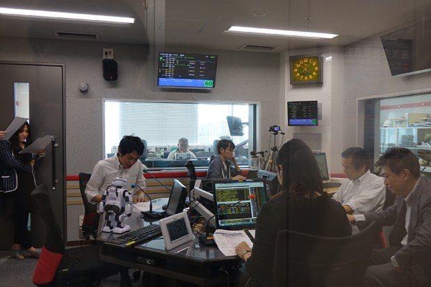 ラジオNIKKEIの番組「マーケットプレス」の収録風景