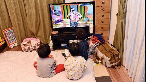 """育児は親にとっては休みなしの長時間""""労働だ""""=埼玉県鶴ヶ島市で、関口純撮影"""