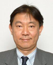 すずき・やすひろ 1959年神奈川県生まれ。慶応義塾高卒。慶応大医卒。84年厚生省入省。医政局研究開発振興課長、老健局老人保健課長、保険局医療課長、防衛省衛生監などを経て昨年7月から現職。趣味はヨット