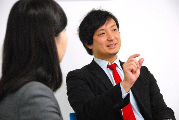 リバネスの丸幸弘CEO(右)
