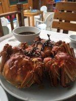 蒸し上がったばかりの上海ガニ。鮮やかな朱色と独特の香りが食欲をそそる=中国江蘇省蘇州市で11月、林哲平撮影