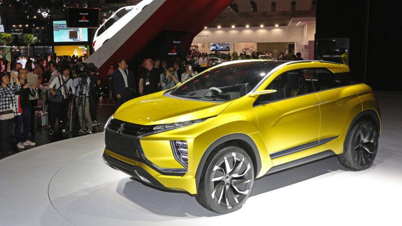 第44回東京モーターショーで注目をあつめた三菱自動車のコンセプトSUV「eX Concept」=東京ビッグサイトで10月28日、山本晋撮影