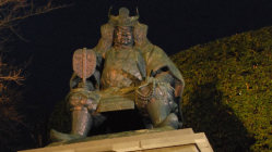 JR甲府駅近くにある武田信玄公像=2008年3月4日、曹美河撮影