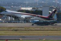 初飛行で愛知県営名古屋空港を離陸するMRJ=愛知県豊山町ので2015年11月11日午前9時35分、大竹禎之撮影