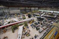 小牧南工場格納庫で製造が進むMRJ飛行試験機=2015年4月3日、三菱重工業提供