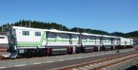 レールの表面を削るレール削正車=JR北海道提供