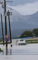 An area of the Miyagi Prefecture city of Osaki, where people continued to be rescued on flooded roads, is seen early on Sept. 11, 2015. (Mainichi)