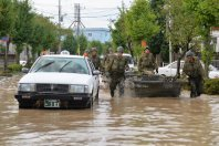 Self-Defense Forces troops pull a boat to rescue people following flooding, in Joso, Ibaraki Prefecture, on Sept. 11, 2015. (Mainichi)