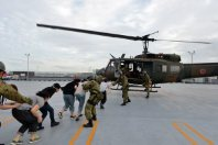People make their way onto a Self-Defense Forces helicopter on the rooftop of the Apita shopping complex in Joso, Ibaraki Prefecture, on Sept. 11, 2015. (Mainichi)
