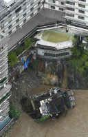 A collapsed section of the Kinugawa Plaza Hotel is pictured after torrential rain in Nikko, Tochigi Prefecture, in this photo taken from a Mainichi helicopter on Sept. 10, 2015. (Mainichi)
