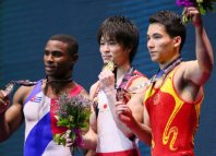 Kohei Uchimura, center, holds his gold medal on the winners' podium after his sixth career gold medal for individual all-around gymnastics at the World Gymnastics Championships in Glasgow, Scotland, on Oct. 30, 2015. (Mainichi)