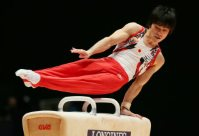 Kohei Uchimura performs on the pommel horse during the men's individual all-around final at the World Gymnastics Championships in Glasgow, Scotland, on Oct. 30, 2015. (Mainichi)