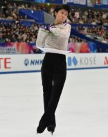 Japanese figure skater Yuzuru Hanyu jumps during his free skate performance at the NHK Trophy competition in Nagano, on Nov. 28, 2015. (Mainichi)
